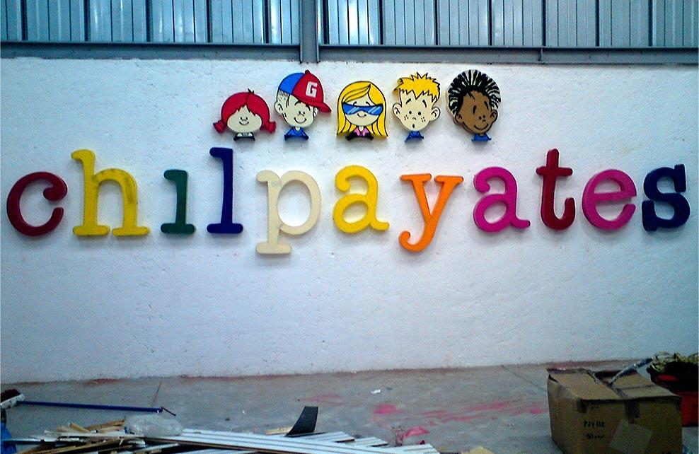 CHILPAYATES - Letrero armado tipo 3D en acrílico en diversos colores, rotulado en vinil para definir detalles.