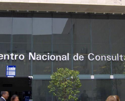 CENTRO NACIONAL DE CONSULTA - Letrero armado tipo 3D en aluminio natural, terminado mate.