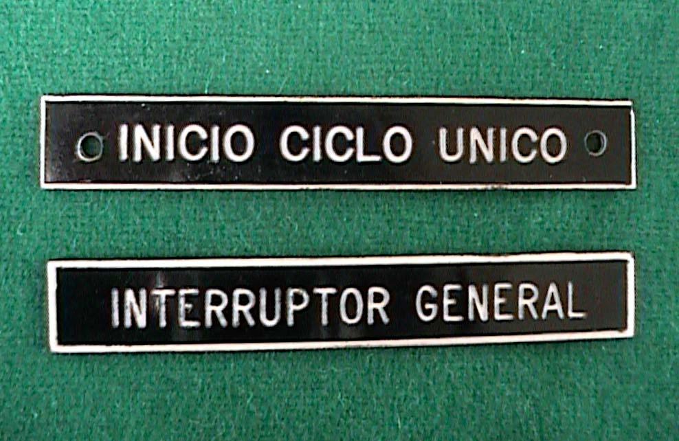INICIO CICLO UNICO - Letrero grabado y biselado en gravoply en bajo relieve a base de pantógrafo.