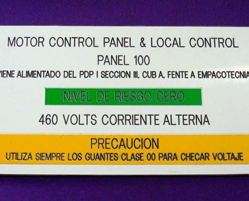 MOTOR CONTROL PANEL & LOCAL CONTROL - Letrero grabado y biselado en gravoply en bajo relieve a base de pantógrafo.