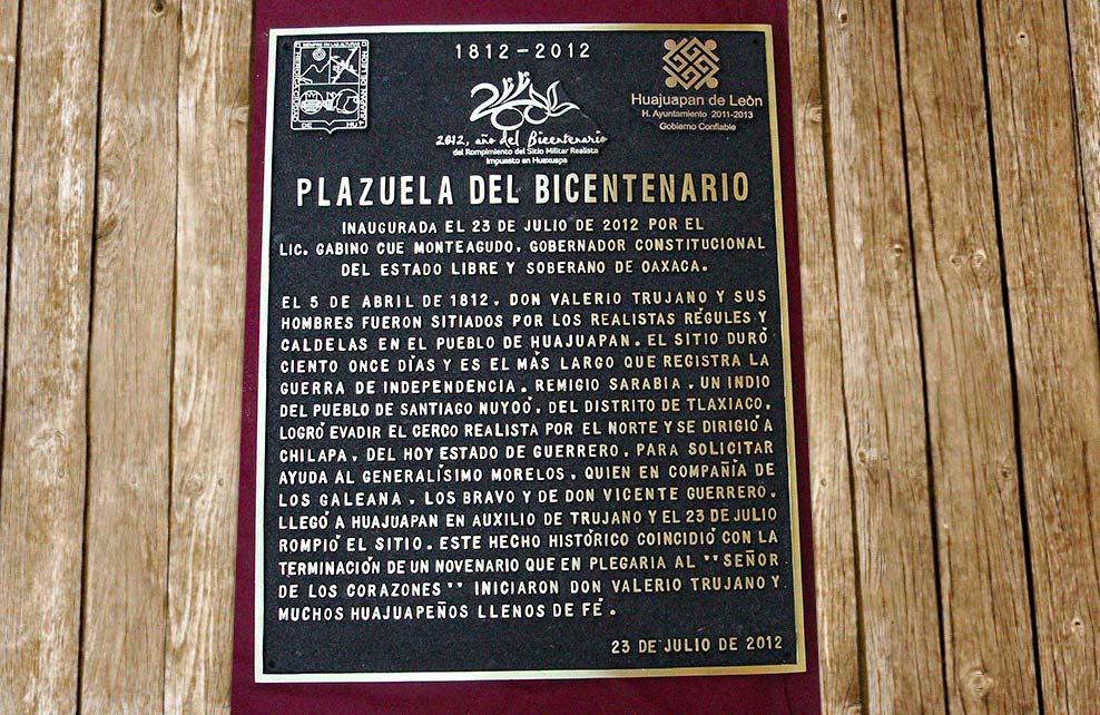 MUNICIPIO DE HUAJUAPAN - PLAZUELA DEL BICENTENARIO - Placa fundida